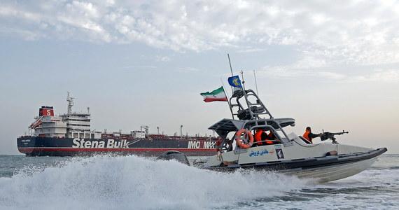 """Sprawa przejęcia brytyjskiego tankowca przez Iran w cieśninie Ormuz nie jest problemem wyłącznie Londynu; każdy konflikt w tym rejonie może zdestabilizować światową gospodarkę i wywołać starcia zbrojne - ostrzega w poniedziałek brytyjski """"Financial Times""""."""