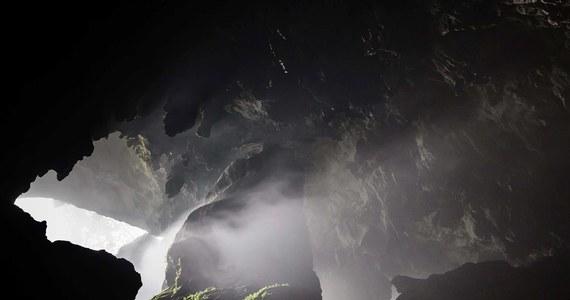 Niezwykłe odkrycie polskich archeologów w Tatrach Bielskich – wewnątrz jednej z jaskiń nad Huczawą znaleźli ślady pobytu ludzi sprzed kilkunastu tysięcy lat. To kamienne ostrza używane przez myśliwych. Do tej pory w żadnej z tatrzańskich jaskiń nie odkryto pradziejowych przedmiotów.
