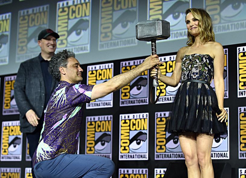 W sobotę 20 lipca podczas trwającego w San Diego Comic-Conu szef Marvel Studios Kevin Feige przedstawił planowane premiery kinowe i telewizyjne do 2021 roku. Jego występ trwał półtorej godziny. W tym czasie przez scenę przewinęło się wiele gwiazd najbardziej kasowej serii w historii kinematografii.