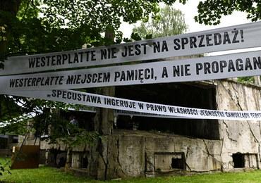 Westerplatte: Zdjęto transparenty krytykujące specustawę