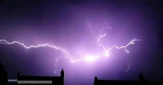 Fala upałów, która nawiedziła zachodnią Europę ściągnęła także gwałtowne burze. Do jednej z nich doszło w Ipswich w Wielkiej Brytanii. Niebo rozświetliły wielkie błyskawice.