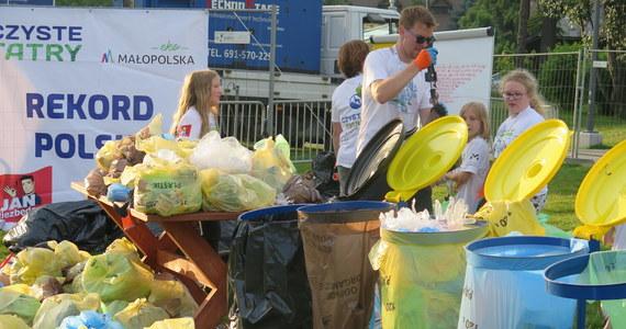 Około 600 kg śmieci znieśli z tatrzańskich szlaków i szczytów wolontariusze w trakcie przeprowadzonej po raz ósmy akcji Czyste Tatry. Inicjator akcji Rafał Sonik ocenił, że świadomość ekologiczna turystów jest coraz większa, choć niektórzy nadal zaśmiecają przyrodę.