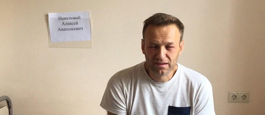 Sąd w Moskwie nie zgodził się na zwolnienie opozycjonisty Aleksieja Nawalnego z aresztu ze względu na stan zdrowia. W niedzielę aktywista trafił do szpitala, gdzie zdiagnozowano u niego ostrą reakcję alergiczną. Nawalny nie wyklucza, że mógł być poddany działaniu trucizny. Również adwokatka i lekarka opozycjonisty, Olga Michajłowa i Anastazja Wasiliewa, mówiły o takiej możliwości.