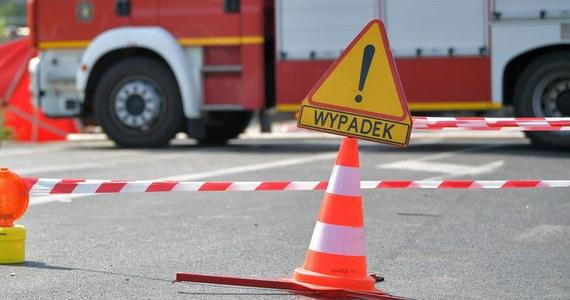 Dwie osoby zostały ciężko ranne w wypadku na drodze krajowej nr 10 w Sadłowie w Zachodniopomorskiem. Zderzyły się tam trzy samochody - ucierpiało łącznie 8 osób.