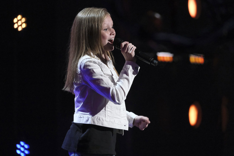 """Historia 12-letniej Ansley Burns w programie """"Mam talent"""" zatoczyła koło. Uczestniczce znów przerwano występ, a młoda wokalistka ponownie musiała śpiewać bez wsparcia podkładu. Jak poszło jej tym razem?"""