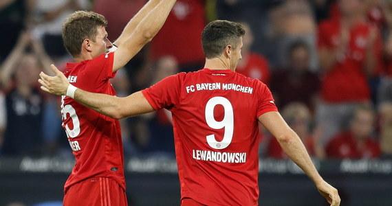 Pojawiły się rozbieżności w sprawie nowego kontraktu dla Roberta Lewandowskiego. Polak chciałby podpisać umowę z Bayernem Monachium do 2023 roku, natomiast mistrz Niemiec wolałby zaproponować 30-latkowi o rok krótszą umowę – pisze Onet.