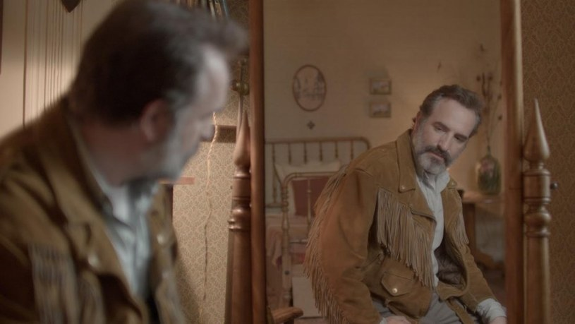 """""""Deerskin"""" Quentina Dupieux, czyli opowieść o mężczyźnie mającym obsesję na punkcie skórzanej kurtki, jest jednym z filmowych odkryć 19. festiwalu Nowe Horyzonty. W sekcji dedykowanej odkryciom selekcjonerów znalazł się z kolei m.in. nagrodzony Złotym Niedźwiedziem obraz """"Synonimy"""" Nadava Lapida."""