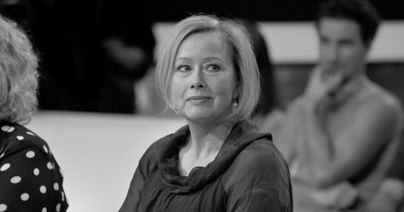 """Zmarła Hanna Dunowska, aktorka teatralna, filmowa i serialowa. Miała 60 lat. W latach 90. współprowadziła także program """"Czar Par"""". Popularność zdobyła rolami w serialach, m.in. w """"Na dobre i na złe"""", """"""""Przyjaciółkach"""" czy """"Barwach szczęścia""""."""