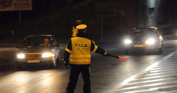 Policja w Chełmie na Lubelszczyźnie zatrzymała 16-letniego kierowcę auta, który minionej nocy nie zatrzymał się do kontroli drogowej. Podczas pościgu policjanci użyli broni. W zdarzeniu tym nikt nie został ranny.