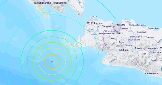 Indonezyjskie służby ratunkowe odwołały ostrzeżenie przed tsunami wydane po trzęsieniu ziemi o magnitudzie 7, które wystąpiło w piątek u wybrzeży Sumatry na zachodzie Indonezji.