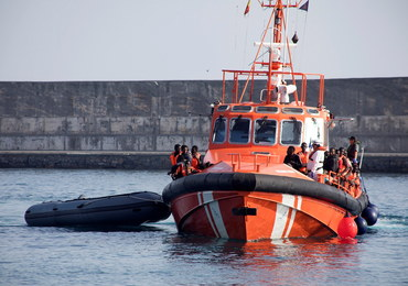 Trwają poszukiwania portu dla uratowanych na morzu migrantów