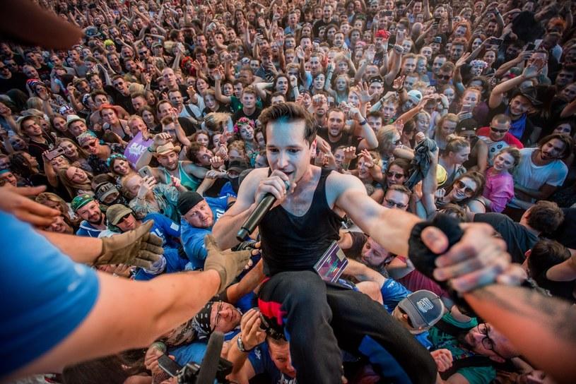Tłumy śpiewające z Krzysztofem Zalewskim, imponująca frekwencja na Prophets Of Rage, huczne urodziny Acid Drinkers, wytop metalowej surówki i nietypowe opracowania wielkich przebojów w wykonaniu Tulii - drugi dzień 25. Pol'and'Rock Festival w Kostrzynie nad Odrą dostarczył kolejną dawkę zróżnicowanych emocji.