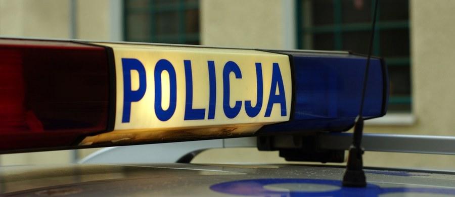 Uprowadzony przez ojca 5-latek wrócił do matki po akcji antyterrorystów. Policjanci blokowali drogi w okolicach Pruszcza Gdańskiego, dziecka szukano także przy pomocy śmigłowca. Mężczyzna został zatrzymany przez policję.