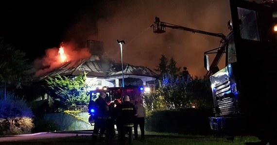 Trwa dogaszanie pożaru Domu Pomocy Społecznej w Miszewie Murowanym niedaleko Płocka. Spłonął dach budynku głównego. Ewakuowano stu mieszkańców placówki. Nikt nie ucierpiał.