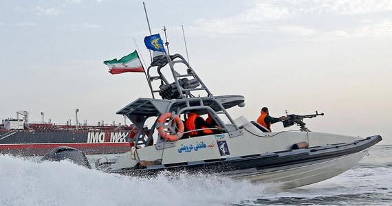 """Irański Korpus Strażników Rewolucji Islamskiej przejął w Zatoce Perskiej zagraniczny tankowiec """"szmuglujący ropę naftową do kilku państw arabskich"""" - poinformowała irańska telewizja państwowa. Siedmiu marynarzy zatrzymano."""