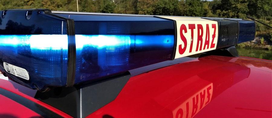 Wybuch gazu w domu w Małoszycach koło Lęborka na Pomorzu. Jedna osoba została ranna. Mężczyzna z poparzeniami pokrywającymi ponad 60% powierzchni ciała został zabrany przez Lotnicze Pogotowie Ratunkowe.