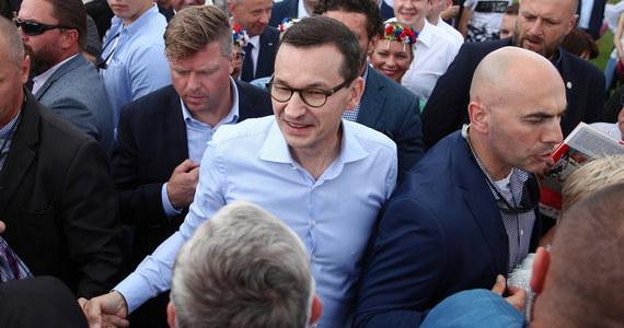 W naszych działaniach stawiamy przede wszystkim nacisk na rodzinę, na to żeby była praca, jak najlepsza płaca; to jest europejskość w konkrecie, w tym kierunku idziemy - mówił w niedzielę premier Mateusz Morawiecki na spotkaniu z mieszkańcami Bojszów (Śląskie).