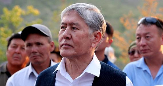 Szturm na siedzibę byłego prezydenta Kirgistanu Ałmazbeka Atambajewa. Przed rezydencją Atambajewa doszło do strzelaniny. Polityk nie chciał stawić się na przesłuchaniu ws. niesłusznie zwolnionego z więzienia gangstera.