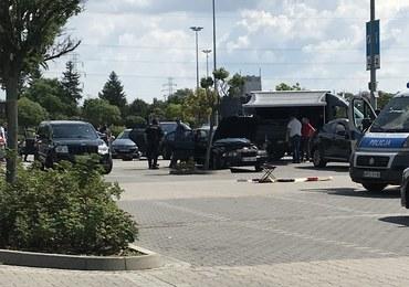 """""""Bitwa"""" gangów przed krakowskim M1. Areszt dla 24 osób"""