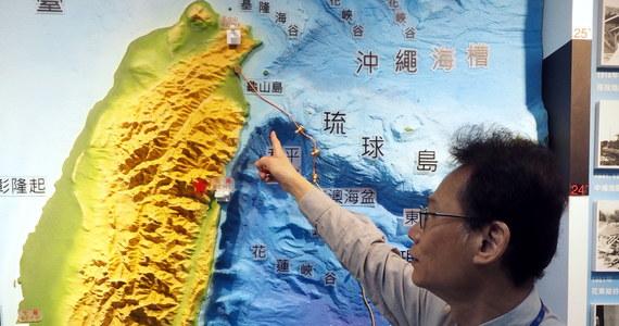 Trzęsienie ziemi o magnitudzie 6 nawiedziło w czwartek północno-wschodnią część Tajwanu - podały miejscowe służby meteorologiczne. Epicentrum znajdowało się w pobliżu 95-tysięcznego miasta Yilan. Trzęsienie było odczuwalne w Tajpej, gdzie zadrżały budynki.