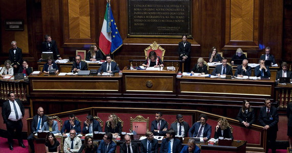 Możliwość przyspieszonych wyborów parlamentarnych we Włoszech 6 bądź 13 października to, jak podają media, jedna z hipotez rozważanych wśród polityków koalicji rządowej Ligi i Ruchu Pięciu Gwiazd, w której doszło do głębokiego rozłamu.