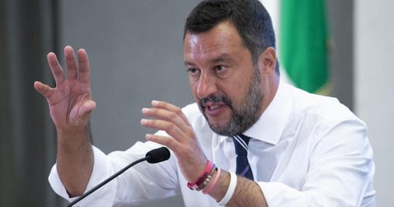 """Zaostrza się kryzys we włoskiej koalicji rządowej. Prawicowa Liga wicepremiera Matteo Salviniego oświadczyła, że """"jedyną alternatywą"""" dla wstrząsanego podziałami i sporami gabinetu Giuseppe Contego są przyspieszone wybory."""