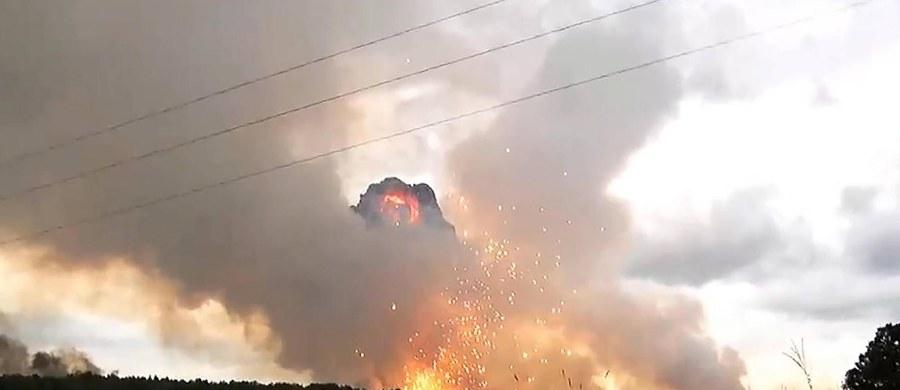 W składzie amunicji pod Aczyńskiem w Kraju Krasnojarskim doszło do dwóch kolejnych eksplozji, po których wybuchł pożar. Według wstępnych danych rannych zostało osiem osób: pięciu cywilów, żołnierz i dwaj policjanci - podały miejscowe służby ratownicze.