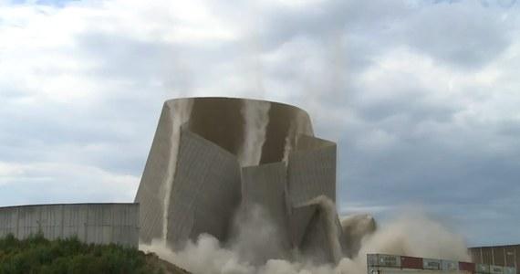 Stała nieużywana przez ostatnie 30 lat, a teraz zniknęła na dobre. Wieża chłodnicza nieczynnej elektrowni jądrowej w Niemczech, w kraju związkowym Nadrenia-Palatynat została zburzona. Mieszkańcy landu przyjęli to z radością.