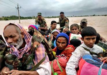 Powódź w Indiach: Nie żyją 93 osoby. Ponad 400 tys. ewakuowano