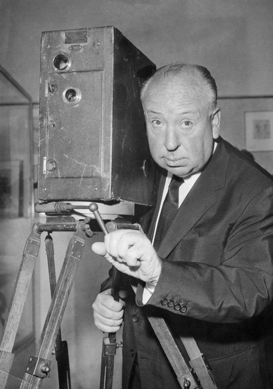 """""""Film powinien zaczynać się od trzęsienia ziemi, potem zaś napięcie ma nieprzerwanie rosnąć"""" - to najsłynniejsza definicja thrillera Alfreda Hitchcocka, reżysera takich filmów jak """"Psychoza"""", """"Ptaki"""" czy """"Zawrót głowy"""". 13 sierpnia mija 120. rocznica jego urodzin."""