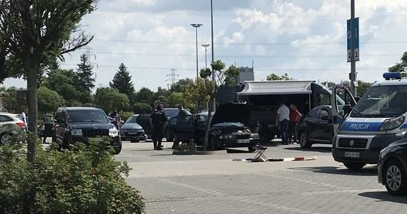 Krakowska prokuratura okręgowa wystąpiła z zażaleniami do sądu na odmowę aresztu dla dwóch zatrzymanych podczas ubiegłotygodniowej akcji antyterrorystów w Krakowie. Chodzi o sprawę zatrzymania 26 obcokrajowców przed centrum handlowym M1.