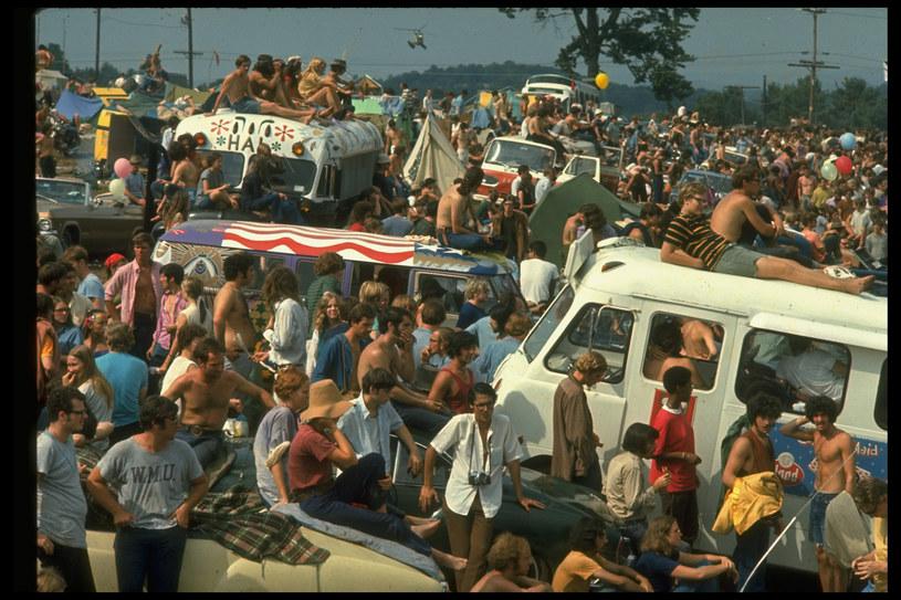50 lat temu 33 gwiazdy rocka i 400 tys. uczestników poczuło, że są rodziną. Woodstock to nie tylko narodziny ery wielkich festiwali, ale też punkt kulminacyjny epoki dzieci kwiatów.