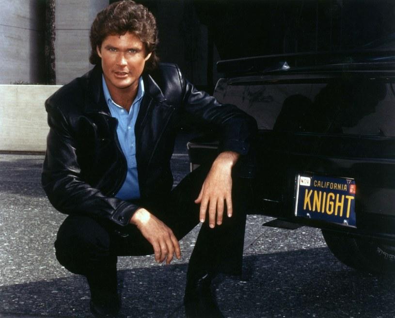 """Kolejne podejście do ekranizacji kultowego serialu z lat 80. ubiegłego wieku podejmie należąca do Jamesa Wana (reżyser takich filmów jak m.in. """"Piła"""" i """"Aquaman"""") firma produkcyjna Atomic Monster. W koprodukcji ze Spyglass Media Group zrealizuje ona filmową wersję serialu """"Nieustraszony"""", znanego również pod tytułem """"Knight Rider""""."""