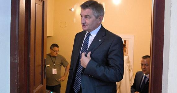 Były marszałek Sejmu Marek Kuchciński po tzw. aferze samolotowej cieszy się większym zaufaniem Polaków niż lider Platformy Obywatelskiej Grzegorz Schetyna - wynika z sondażu IBRiS dla Onetu.