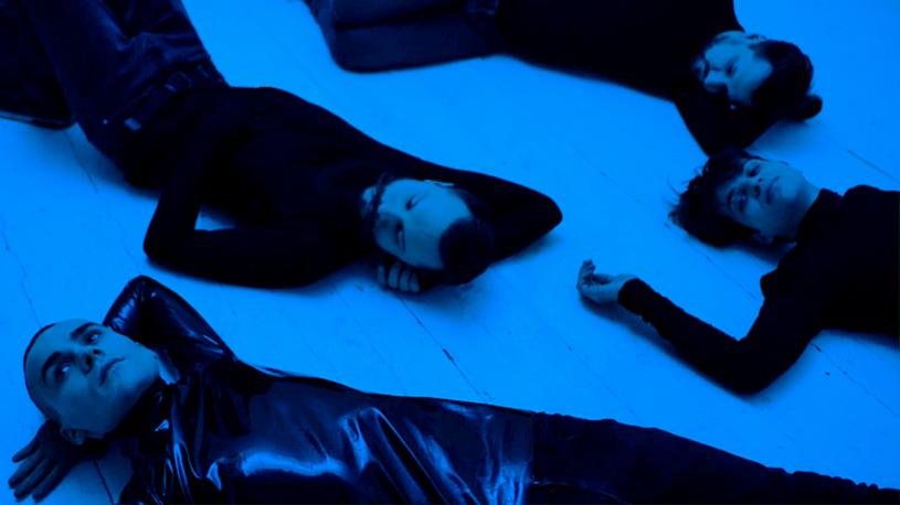 """Uznawana za jedną z najbardziej obiecujących grup na polskiej scenie alternatywnej, formacja Decadent Fun Club prezentuje nowy teledysk """"How Does It Feel?""""."""
