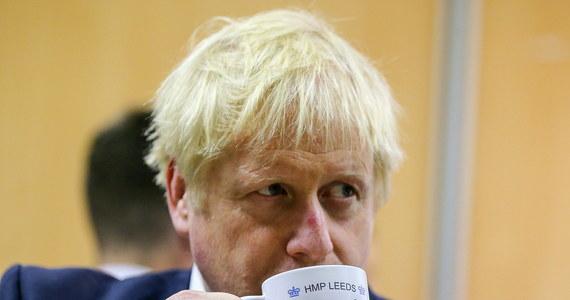 """Niektórzy brytyjscy posłowie, próbujący zablokować brexit, dopuszczają się """"okropnej"""" kolaboracji z Unią Europejską, osłabiając pozycję negocjacyjną Londynu i zwiększając szanse na bezumowny brexit - oświadczył w środę premier Wielkiej Brytanii Boris Johnson."""