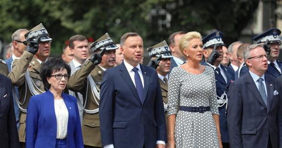 Prezydent Andrzej Duda podczas obchodów Święta Wojska Polskiego wręczył nominację pięciu oficerom Wojska Polskiego na stopnie generalskie oraz stopień admiralski.