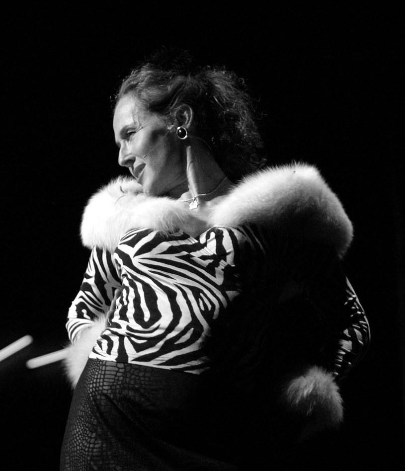 """Bożena Krzyżanowska odeszła w wieku 61 lat. O śmierci aktorki poinformował Teatr Nowy w Poznaniu. Widzowie zapamiętali ją dzięki rolom w serialach """"M jak miłość"""" czy """"Na dobre i na złe""""."""