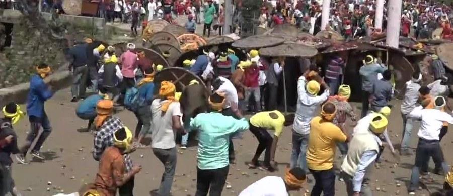 Około 100 osób zostało rannych w czasie obchodów hinduskiego święta Raksza bandhan.