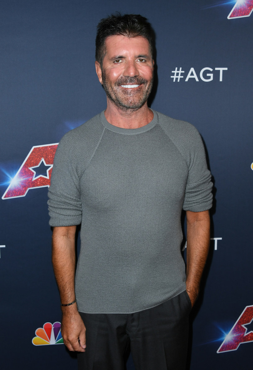 """Podczas pierwszego odcinka na żywo amerykańskiego """"Mam talent"""", uwagę komentujących przykuł Simon Cowell, który zdecydował się nieco poprawić swoją urodę. Widzowie nie byli zachwyceni tą zmianą i wyśmiali metamorfozę wyglądu jurora."""