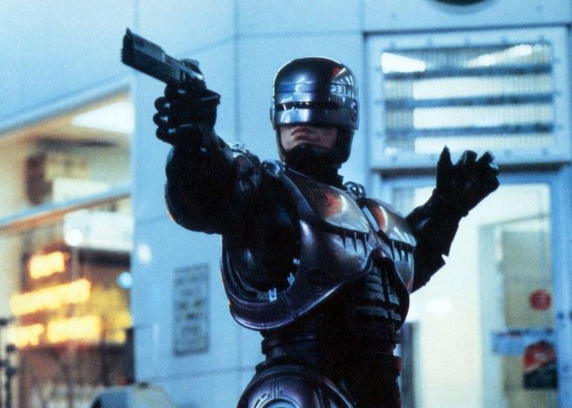 """Twórca """"Dystryktu 9"""" Neill Blomkamp nie nakręci nowego """"RoboCopa"""". Reżyser musiał porzucić projekt z powodu innych zobowiązań. Póki co nie wskazano jego następcy."""