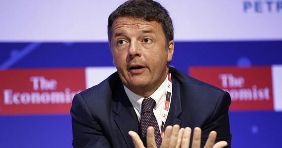 """""""To najbardziej szalony kryzys na świecie"""" - tak sytuację polityczną we Włoszech określił w niedzielę były premier Matteo Renzi. Na dwa dni przed wystąpieniem premiera Giuseppe Contego w Senacie nie wyklucza się, że koalicja Ligi i Ruchu Pięciu Gwiazd ocaleje."""