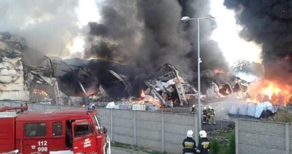 Prokuratura w Myszkowie rozpoczęła śledztwo w związku z pożarem w tamtejszym zakładzie przetwarzania odpadów. Pożar wybuchł w czwartek, ale teren został udostępniony właścicielowi zakładu dopiero w poniedziałkowy poranek.