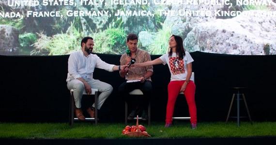 """""""Zmiana klimatu"""" była przewodnim tematem pierwszego dnia Kraków International Green Film Festival. Obejrzeć można było m.in. amerykański obraz """"Living in the future's past"""" (reż Susan Kucera), """"Kiribati tonie"""", """"Invisible Blanket"""", """"Global Theromstate"""", """"Person of the forest"""", """"The Fight for Arctic"""" czy """"Human Energy"""". W niedzielę po 20:30 odbyła się prelekcja Kamila Wyszkowskiego - dyrektora generalnego Global Compact Network Poland."""