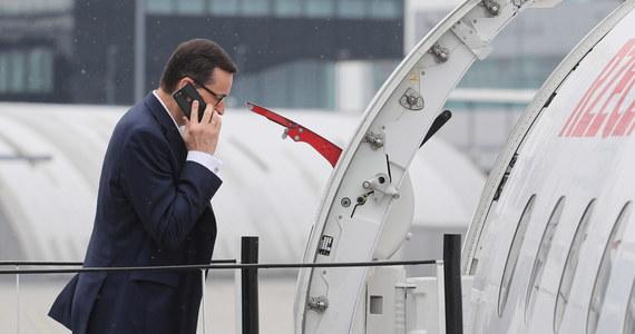 """Wszystkie moje loty, które odbywałem na Pomorze i w całej Polsce, wiązały się z wykonywaniem różnego rodzaju funkcji rządowych - zapewnił premier Mateusz Morawiecki. Szef rządu odniósł się w ten sposób do pytania o to, czy celem podróży lotniczych była jego działka w Dębkach. O sprawie napisał tygodnik """"Newsweek""""."""