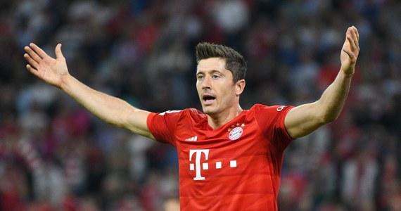 """Robert Lewandowski trafił do jedenastki kolejki magazynu """"Kicker"""". Piłkarz Bayernu Monachium w inauguracyjnej serii niemieckiej ekstraklasy zdobył dwie bramki, w tym jedną z rzutu karnego, a jego zespół zremisował u siebie z Herthą Berlin 2:2."""