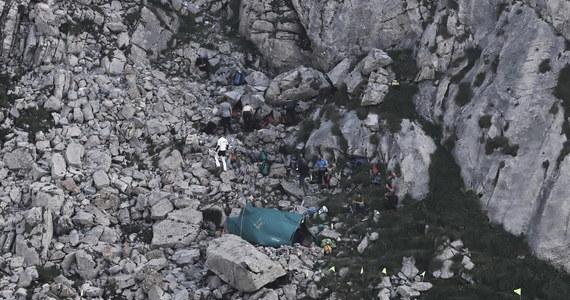 Rozpoczęła się kolejna doba akcji poszukiwania dwóch grotołazów, zaginionych w Jaskini Wielkiej Śnieżnej w Tatrach. Na dół zeszło 8 ratowników. Ostatni kontakt z grotołazami, którym woda odcięła wyjście z jaskini był w sobotę nad ranem.
