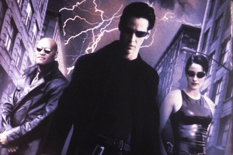 """Wytwórnia Warner Bros. pracuje nad czwartym filmem z serii """"Matrix"""". W obrazie powrócą gwiazdy poprzednich części, czyli Keanu Reeves i Carrie Anne Moss. Za reżyserię i scenariusz będzie odpowiadać jedna z twórczyń trylogii, Lana Wachowski."""