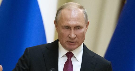 Przeprowadzenie przez Stany Zjednoczone testu lądowej wersji rakiety Tomahawk, którą można wystrzeliwać z systemów rozmieszczonych w Rumunii i systemów, które mają być rozmieszczone w Polsce, to nowe zagrożenie dla Rosji, które nie pozostanie bez odpowiedzi - powiedział prezydent Rosji Władimir Putin.