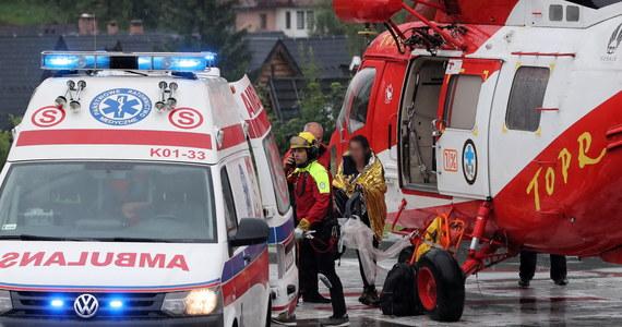 4 osoby nie żyją, w tym dwoje dzieci w wieku 10 lat, a ponad 140 zostało poszkodowanych - to bilans gwałtownej burzy, jaka przeszła w czwartek koło Zakopanego. Akcja ratunkowa trwała wiele godzin. Dziś ratownicy znowu wrócą w góry. Szlak na Giewont jest zamknięty. Burmistrz Zakopanego ogłosił trzydniową żałobę.